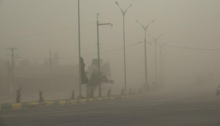 گرد و خاک در شرق استان